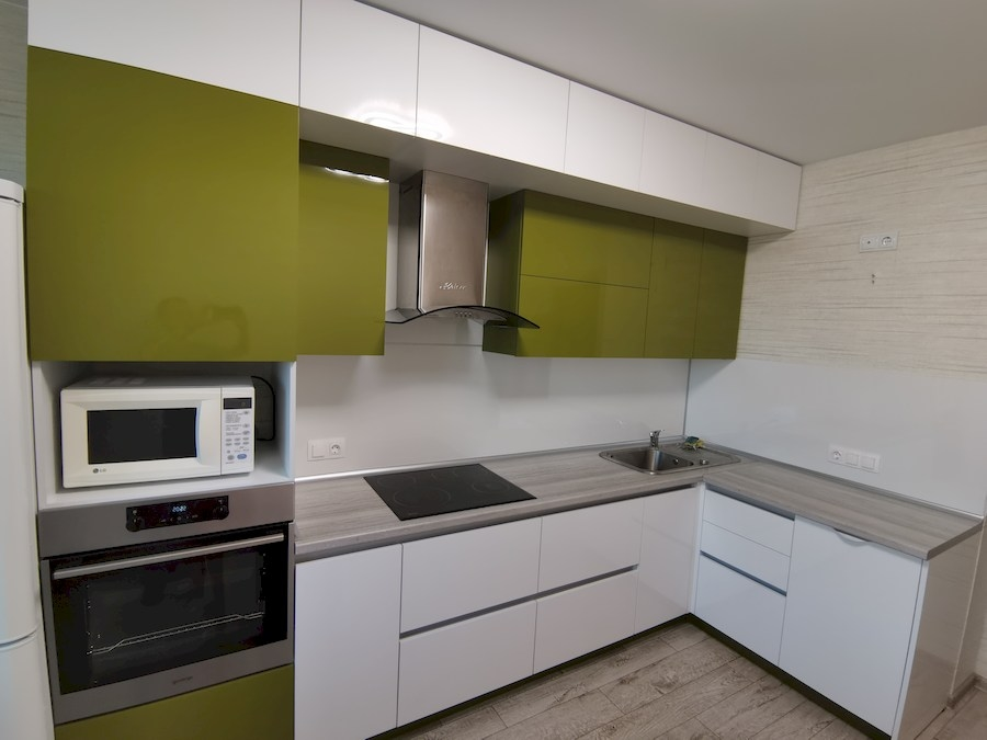 Белый кухонный гарнитур-Кухня из пластика «Модель 572»-фото4